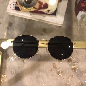 Accessories - Sunnies